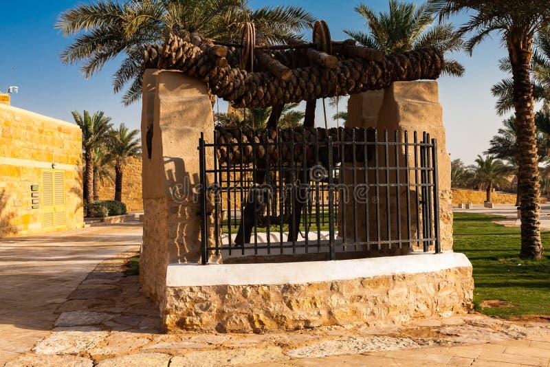 Un puits traditionnel en parc de Diriyah, Riyadh image stock