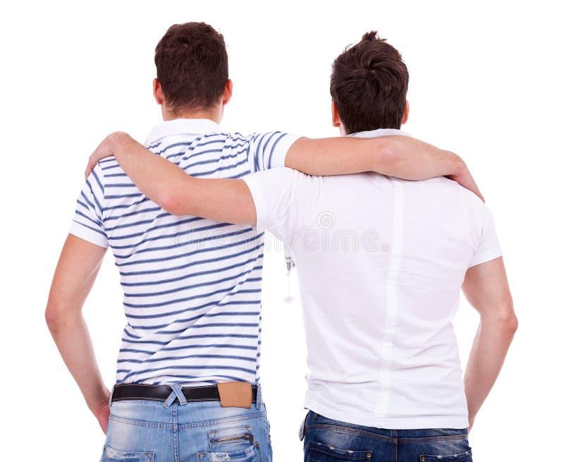 Un punto di vista posteriore di due amici fotografia stock libera da diritti