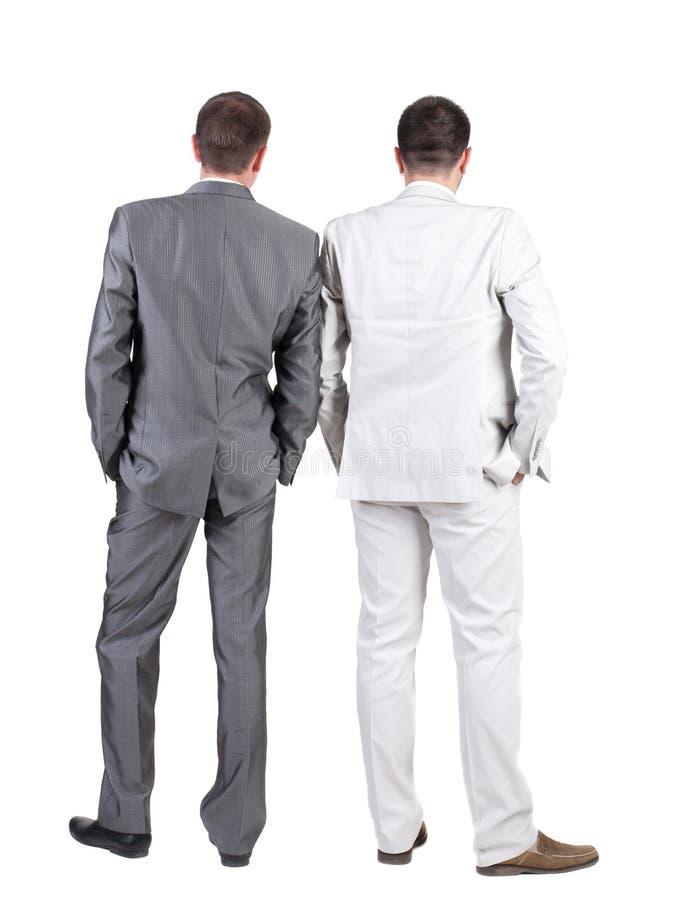 Un punto di vista posteriore di due uomini di affari. Retrovisione. fotografia stock libera da diritti