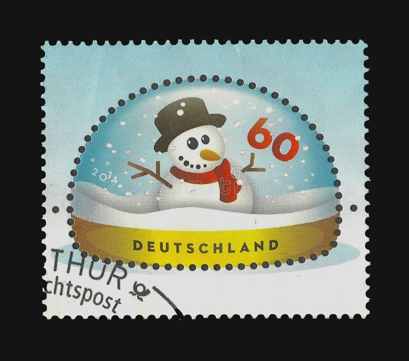un pupazzo di neve in una cupola della neve royalty illustrazione gratis