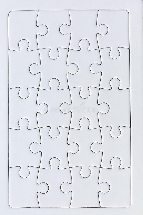 Un puzzle completo di venti pezzi bianchi immagini stock libere da diritti