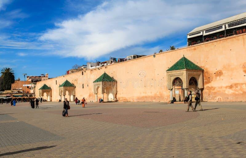 Un quadrato del centro in Meknes, Marocco fotografia stock libera da diritti