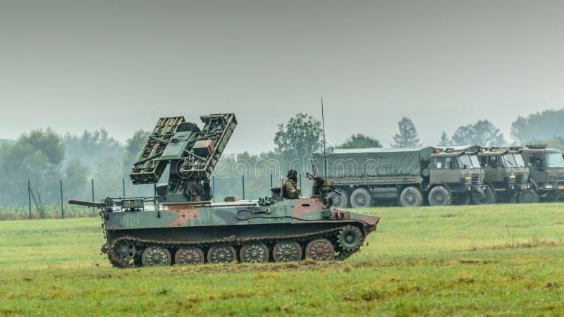 Un réservoir mobile dans la gamme militaire, une démonstration militaire de l'OTAN à Ostrava photos libres de droits