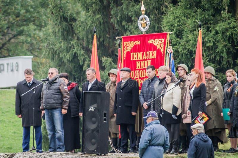 Un raduno commemorativo come componente della ricostruzione della battaglia della guerra mondiale 2 vicino a Mosca immagini stock
