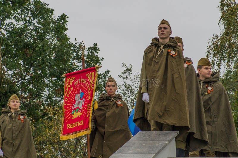 Un raduno commemorativo come componente della ricostruzione della battaglia della guerra mondiale 2 vicino a Mosca immagini stock libere da diritti