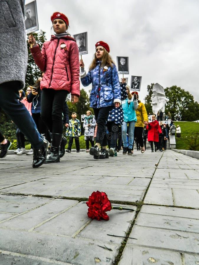 Un raduno commemorativo come componente della ricostruzione della battaglia della guerra mondiale 2 vicino a Mosca fotografia stock