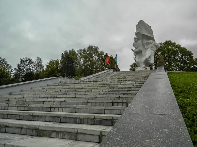 Un raduno commemorativo come componente della ricostruzione della battaglia della guerra mondiale 2 vicino a Mosca immagine stock