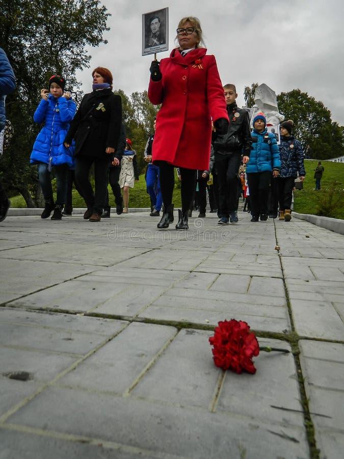 Un raduno commemorativo come componente della ricostruzione della battaglia della guerra mondiale 2 vicino a Mosca fotografie stock