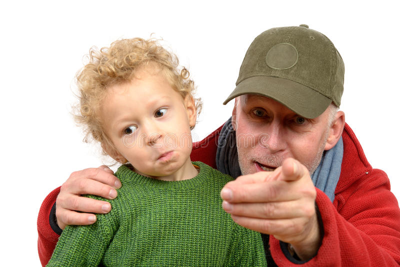 Un ragazzino ed suo nonno immagini stock libere da diritti