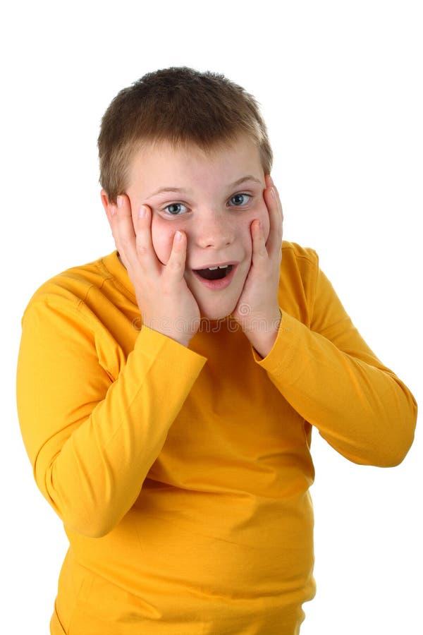 un ragazzo di 10 anni si è sorpreso piacevolmente isolato fotografia stock libera da diritti