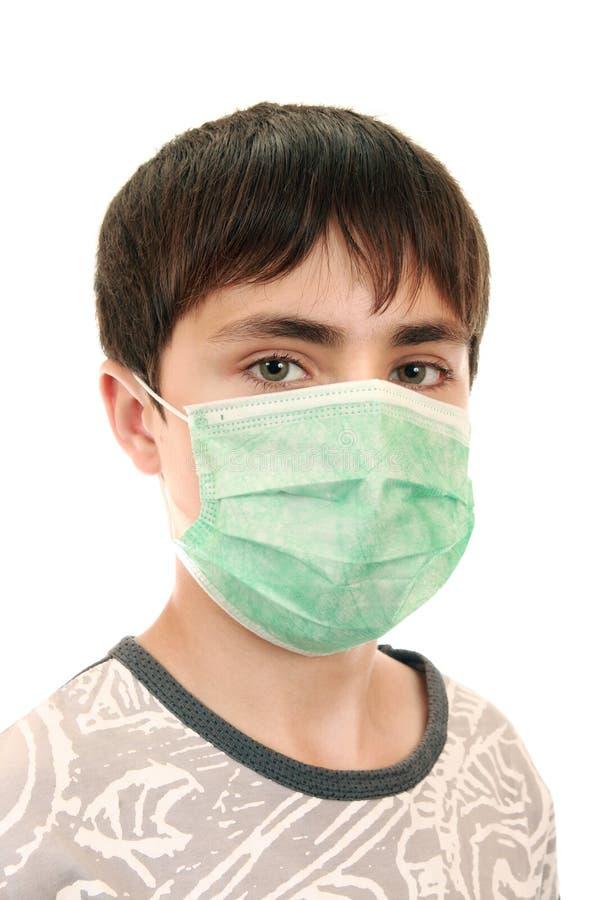 un ragazzo di 15 anni nella mascherina medica fotografia stock libera da diritti