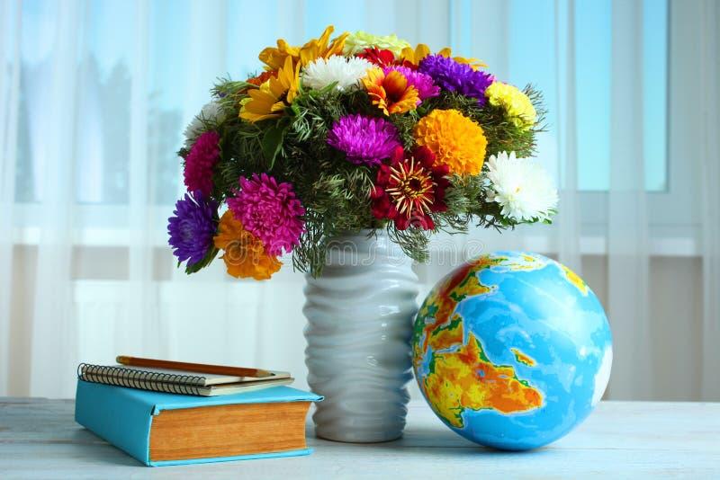 Un ramo de flores hermosas imagen de archivo