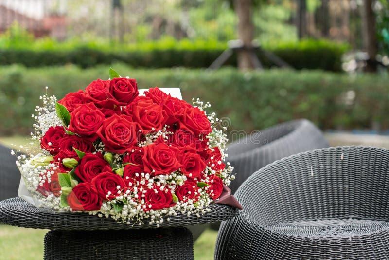 Un ramo de rosas rojas imágenes de archivo libres de regalías
