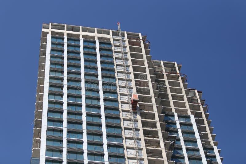 Un rascacielos se está construyendo en Estambul foto de archivo libre de regalías