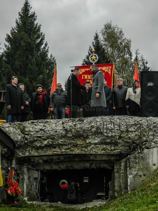 Un rassemblement commémoratif en tant qu'élément de la reconstruction de la bataille de la guerre mondiale 2 près de Moscou photographie stock libre de droits