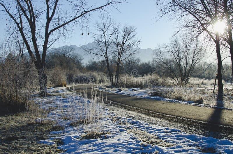 Un rastro de funcionamiento de la mañana fría en Utah imagenes de archivo