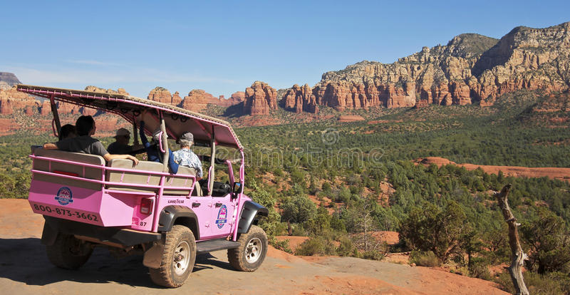 Un rastro rosado de Jeep Tour Descends Broken Arrow imagen de archivo