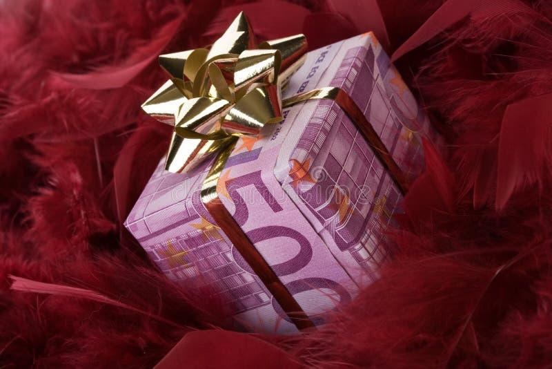 Un regalo dei soldi dell'euro 500 fotografie stock