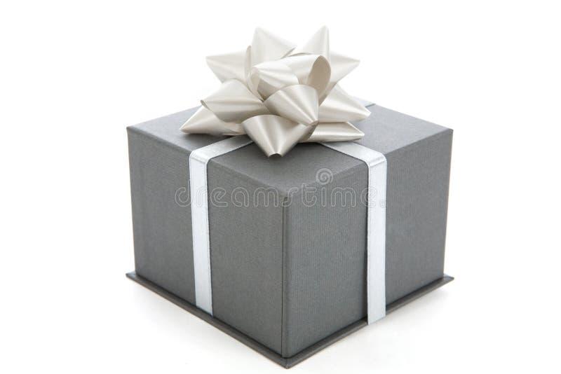 Un regalo grigio fotografia stock libera da diritti