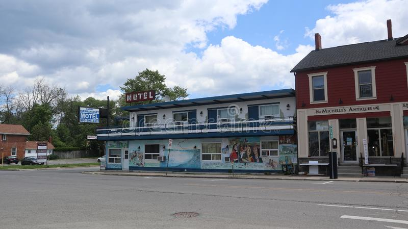 Un regard à un petit motel photo stock