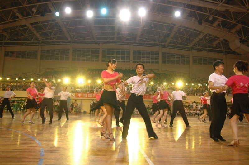 Un ressortissant latin de danse de norme internationale de la Chine Nan-Tchang de représentation du ` s d'amant ouvert images libres de droits
