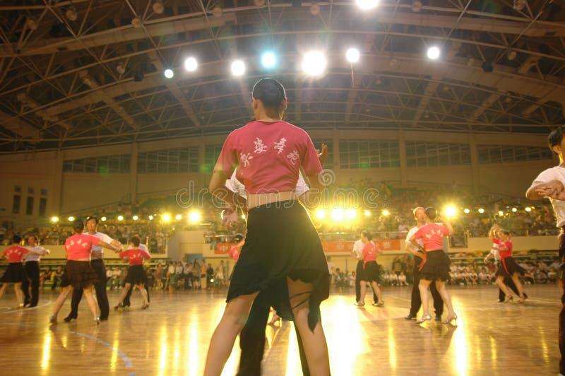 Un ressortissant latin de danse de norme internationale de la Chine Nan-Tchang de représentation du ` s d'amant ouvert image libre de droits