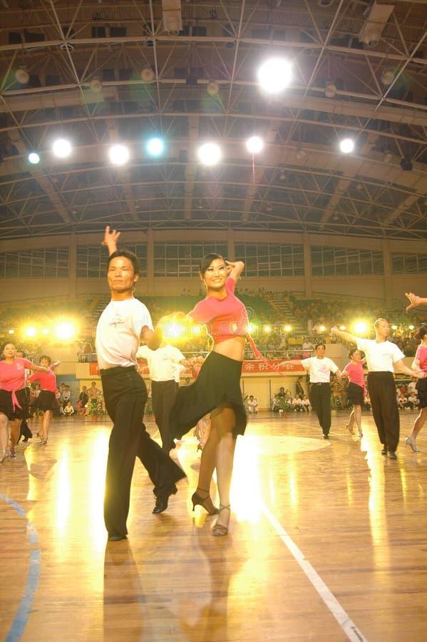 Un ressortissant latin de danse de norme internationale de la Chine Nan-Tchang de représentation du ` s d'amant ouvert photo libre de droits