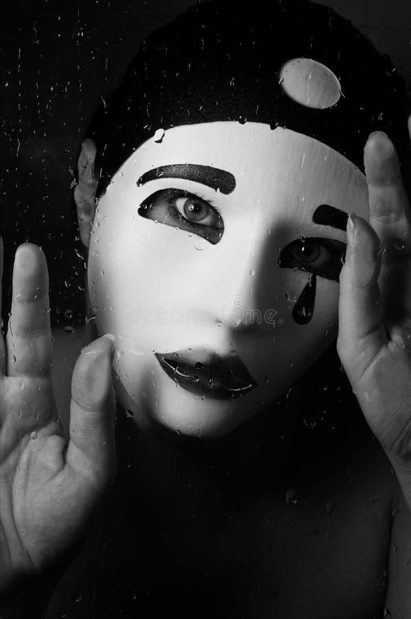 Un retrato con la máscara del pierrot imagenes de archivo