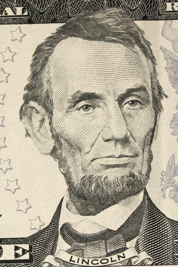 Un retrato de Abraham Lincoln en la cuenta en cinco dólares de EE. UU. fotografía de archivo libre de regalías