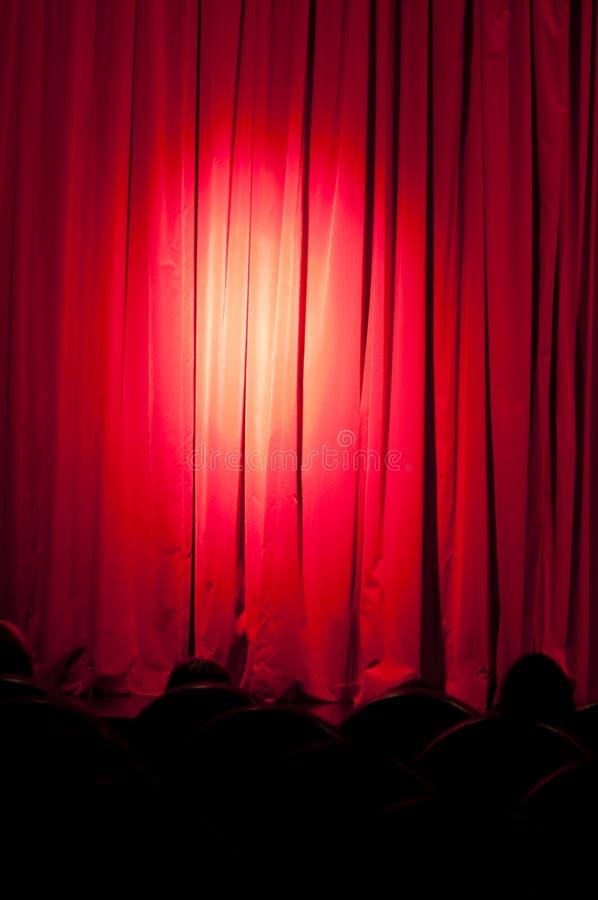 Un rideau avec des projecteurs photos libres de droits