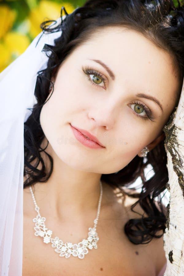 Un ritratto della sposa di pensiero fotografia stock