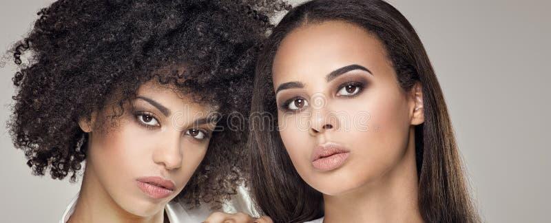 Un ritratto di bellezza di due ragazze afroamericane immagine stock libera da diritti