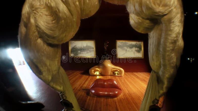 Divano Labbra Di Mae West.Un Ritratto Di Mae West The Teatre Museum Del
