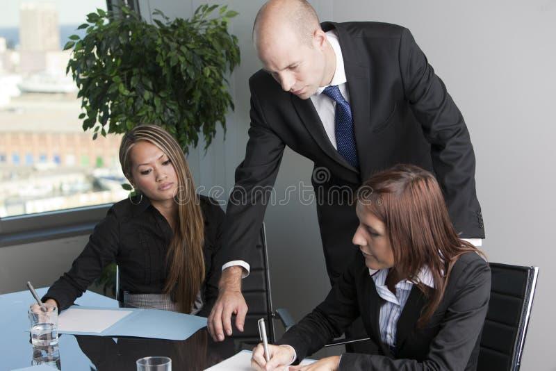 Un ritratto di tre persone di affari immagine stock libera da diritti