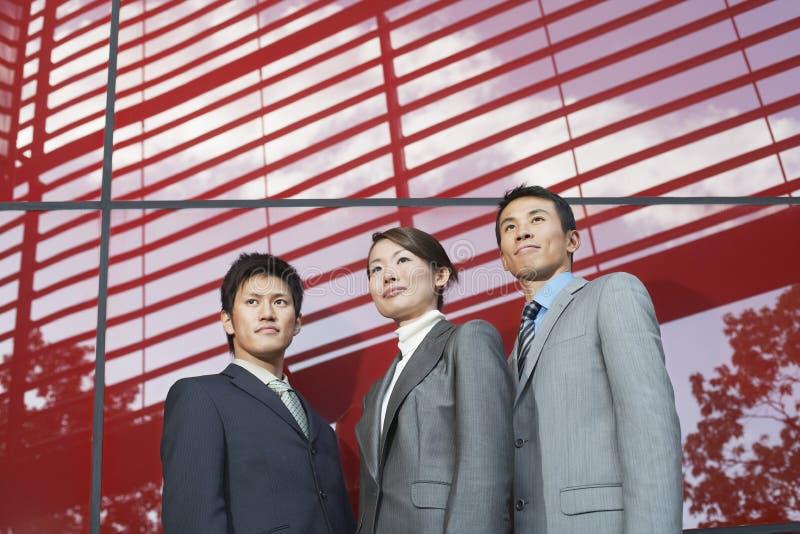 Un ritratto di tre persone di affari sicure immagini stock