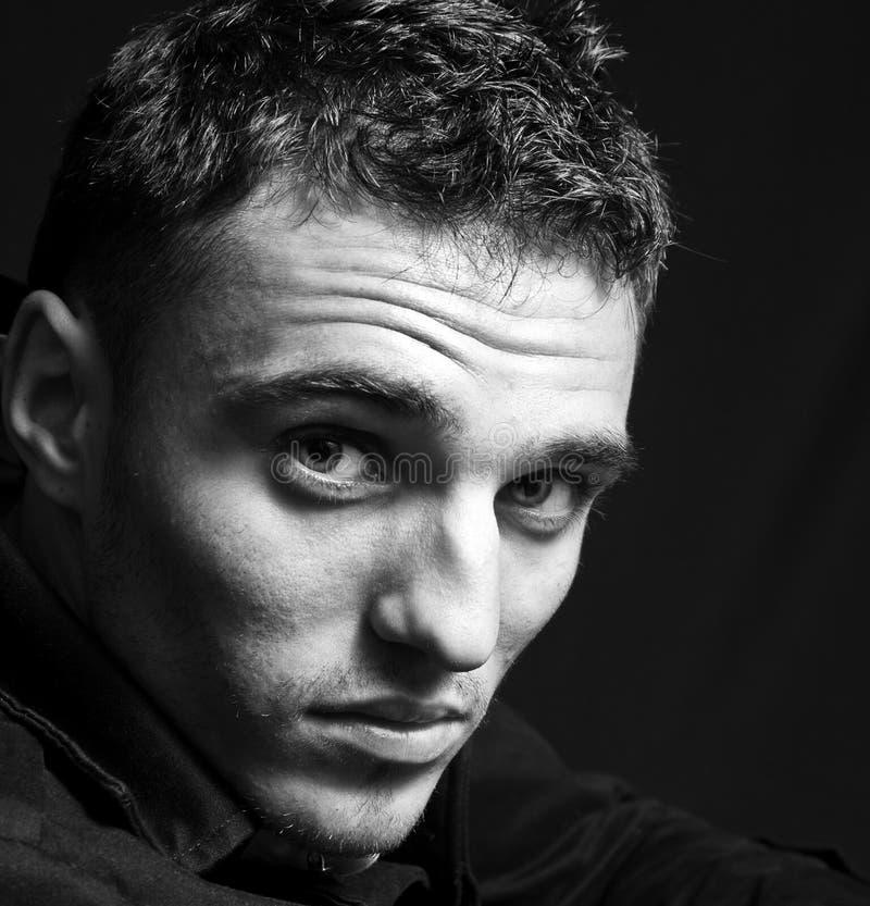 Un ritratto di un uomo maschile bello fotografia stock