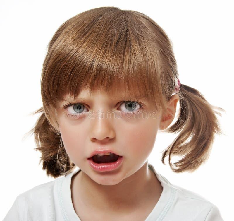 Un ritratto di una bambina arrabbiata immagini stock libere da diritti