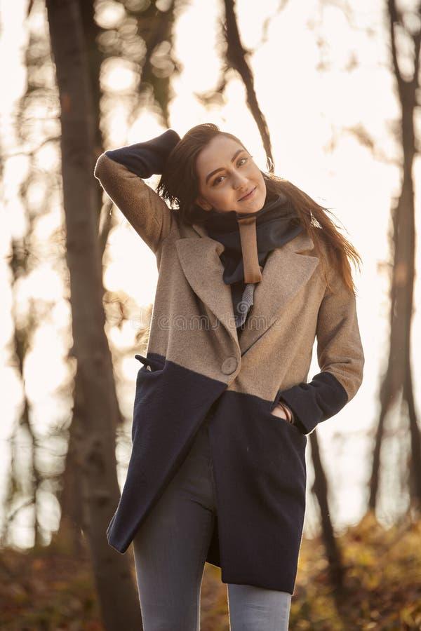 un ritratto schietto di Caucaisan della ragazza, fotografia stock