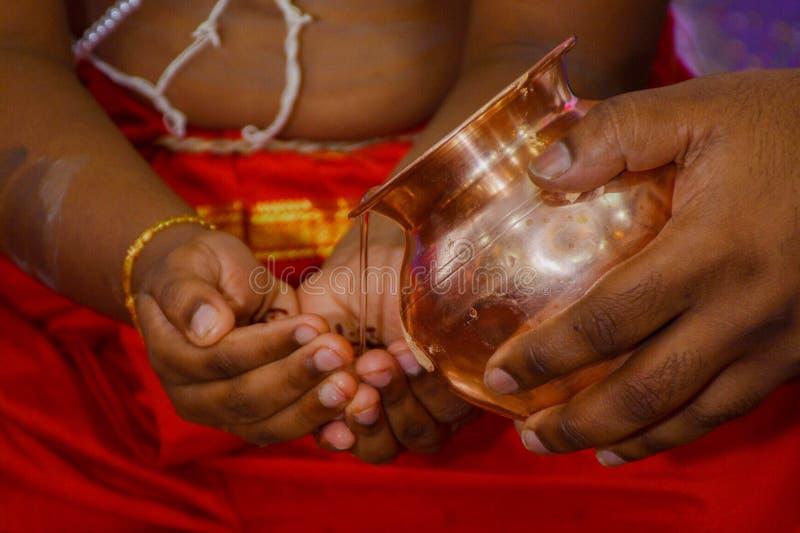 Un ritual en Upanayan sanskar - 2 fotos de archivo libres de regalías