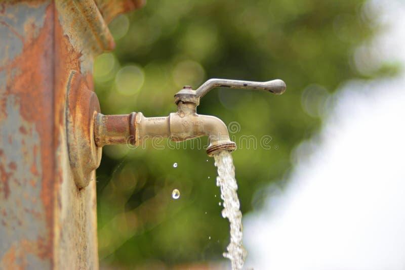 Un robinet ext rieur de fonctionnement image stock image - Fonctionnement d un robinet thermostatique ...
