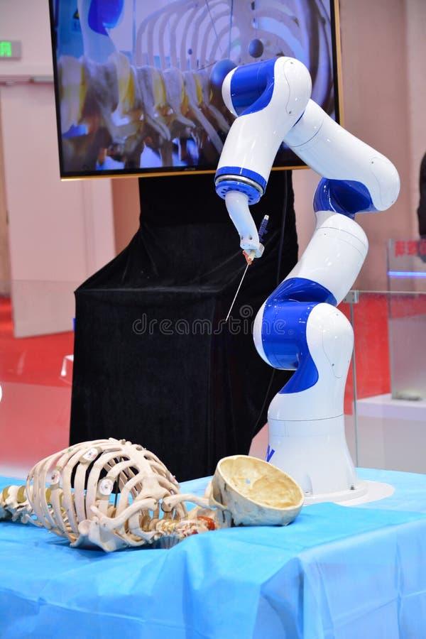 Un robot che può essere azionato sopra fotografie stock libere da diritti
