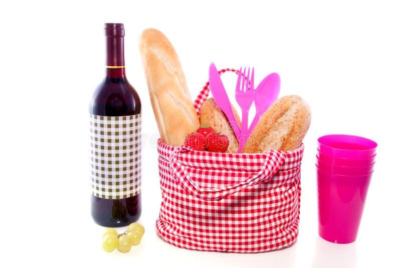 Un sac de pique-nique avec du pain et le vin image libre de droits