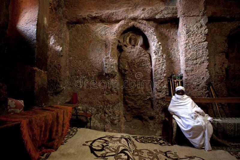 Un sacerdote in Lalibela fotografia stock