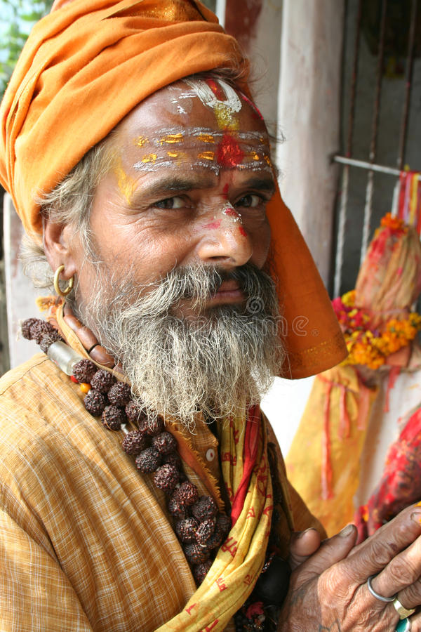 Un Sadhu santo y alegre foto de archivo libre de regalías
