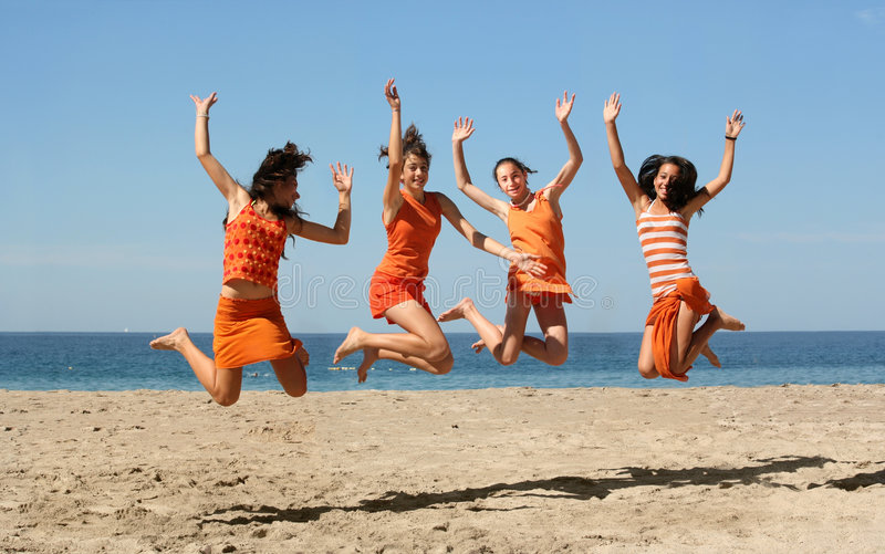 Un salto delle quattro ragazze fotografia stock libera da diritti