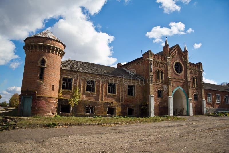 Un señorío arruinado viejo abandonend 'castillo de Okhotnikov 'en la región de Orel imágenes de archivo libres de regalías