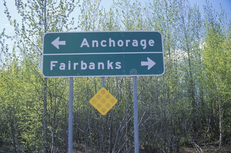 Un segno che legge il ½ del ½ Anchorage del ¿ del ï/¿ di Fairbanksï fotografia stock libera da diritti