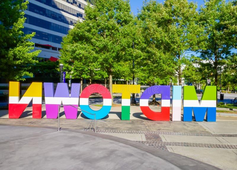 Un segno variopinto che compita il Midtown a Atlanta la Georgia fotografie stock libere da diritti