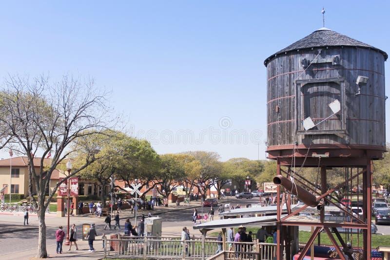 Un serbatoio di acqua d'annata della ferrovia, recinti per il bestiame di Fort Worth immagine stock