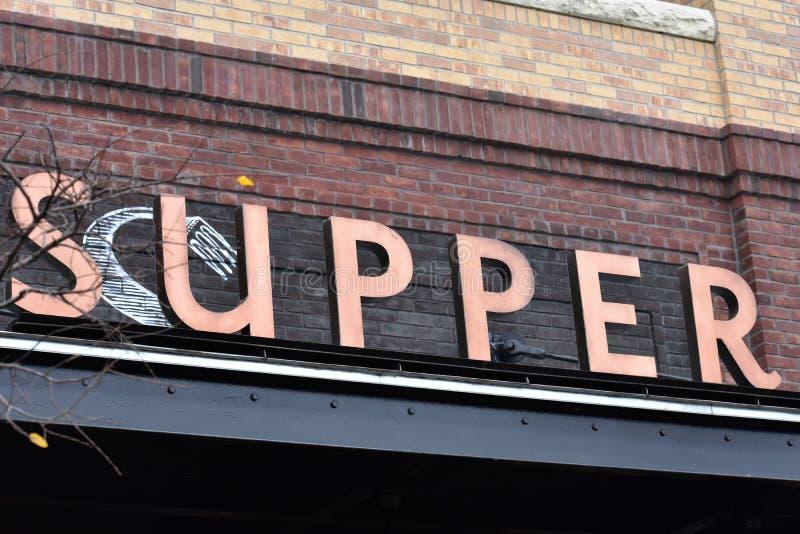 Un signe de restaurant à la brasserie de perle photo libre de droits